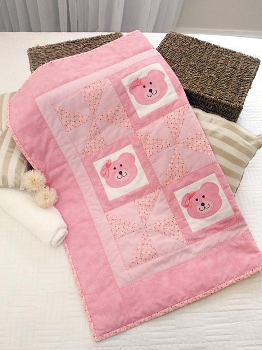 Manta de beb com ursinha em patchwork passo a passo - Como hacer mantas de patchwork ...