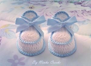 sapatinho-croche-azul-branco