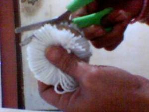 boneca la passo 11 300x225 Como Fazer Boneca de Lã   Material e Passo a Passo