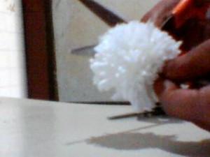 boneca la passo 14 300x225 Como Fazer Boneca de Lã   Material e Passo a Passo
