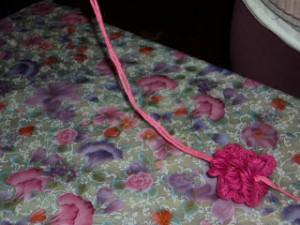 boneca la passo 15 300x225 Como Fazer Boneca de Lã   Material e Passo a Passo