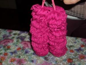 boneca la passo 16 300x225 Como Fazer Boneca de Lã   Material e Passo a Passo