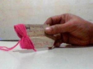 boneca la passo 3 300x225 Como Fazer Boneca de Lã   Material e Passo a Passo