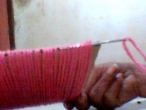 boneca la passo 6 300x225 Como Fazer Boneca de Lã   Material e Passo a Passo