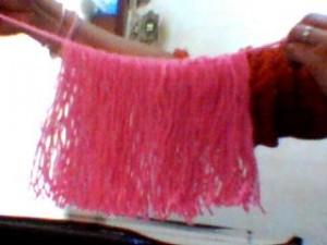 boneca la passo 7 300x225 Como Fazer Boneca de Lã   Material e Passo a Passo