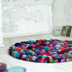 Tapete de Tela Feito de Pom Pom em Lã –  Material e Como Fazer o Passo a Passo