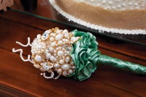 Buquê de Noiva Feito de Broches – Material e Passo a Passo