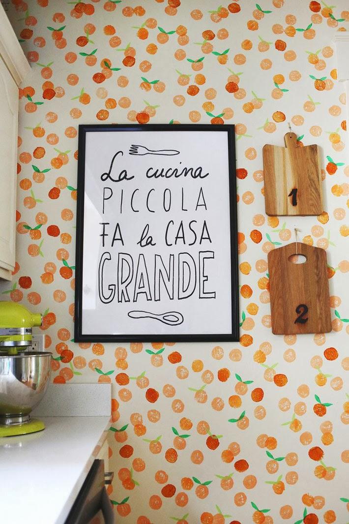 Parede decorada com carimbo de papel o como fazer passo - Placas para decorar paredes ...