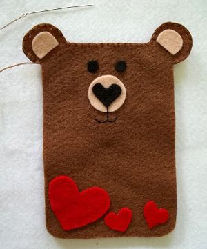 urso-porta-celular-feltro-alinhavo