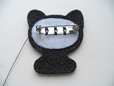 broche-gato-feito-de-miçanga-alfinete