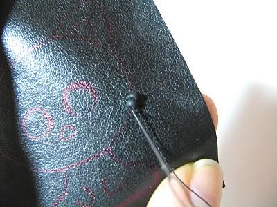 broche-gato-feito-de-miçangas-bordar passo 4