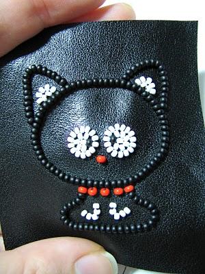 broche-gato-feito-de-miçangas-bordar passo 8