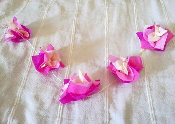 Colar Para Carnaval Feito de Flores pronto