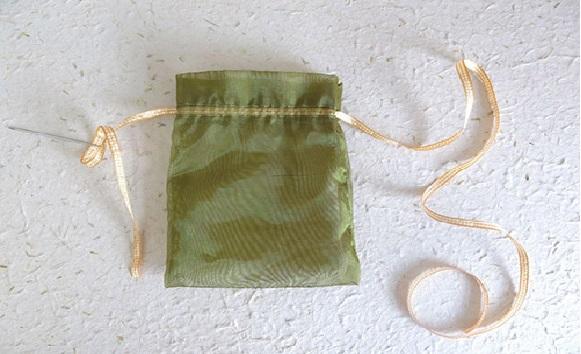 Embalagem Prática Para Páscoa cordão
