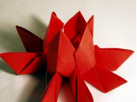 Flor de Lotus Feito de Origami  altura
