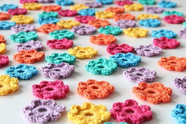 Mini Flores Feitas de Crochê - Material e Como Fazer