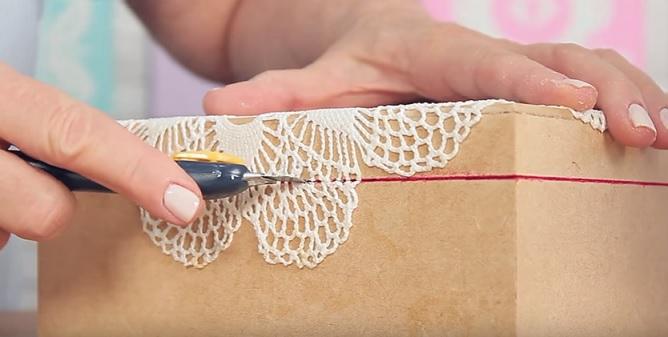 Caixa Laqueada Com Crochê Engomado - Corte