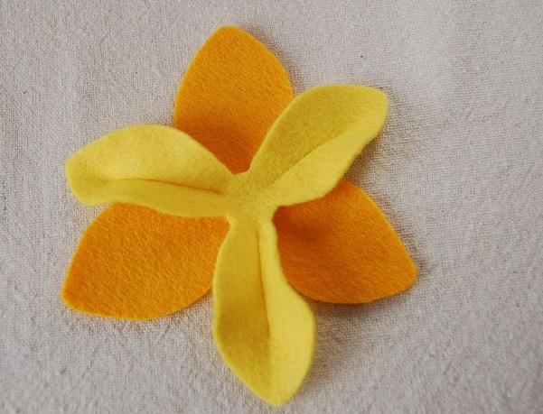 Bouquet Narcisos em feltro .