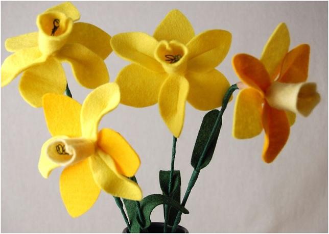 Bouquet Narcisos em feltro a