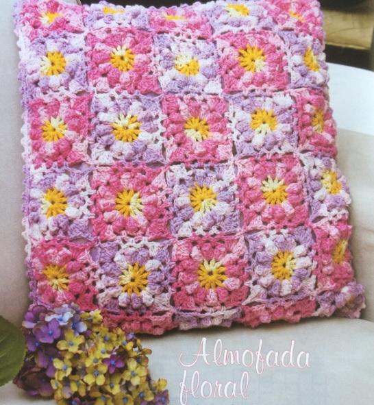 almofada-floral-em-croche-material-e-receita