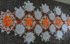 Caminho de Mesa Camélias Em Crochê – Material e Vídeo